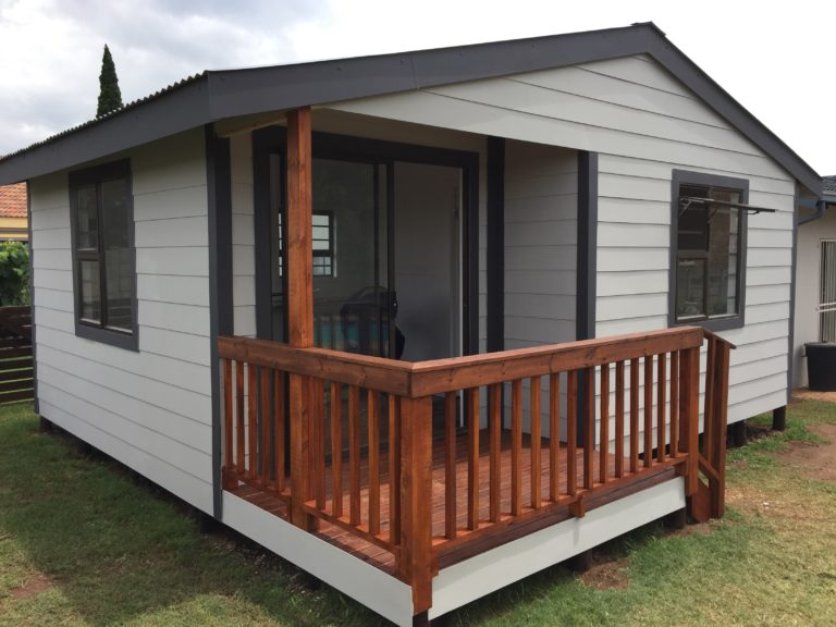 Nutec 1 bedroom 4.8m x 6.0m with Verandah deck, aluminium windows and sliding doo, bathroom shower,toilet and Basin, Kitchenette and lounge